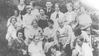 アドラーの家族と友達の写真
