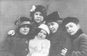 妻のライザと4人の子供達