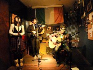 バンド(インフィニティ)のギターで活動